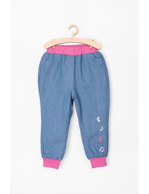 Spodnie dziecięce jeansowe z haftowanymi nutkami