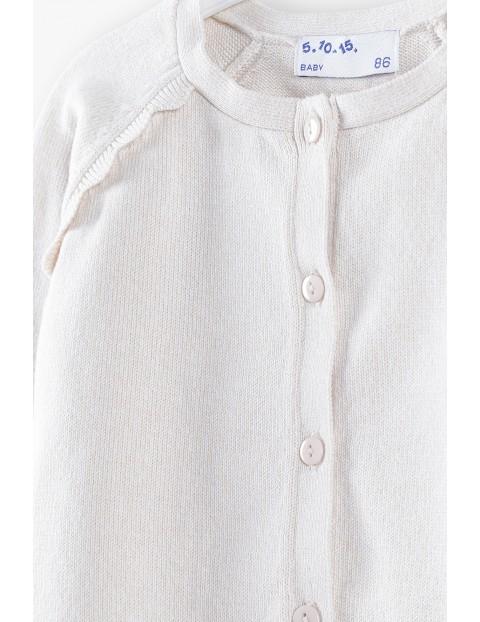 Sweter rozpinany z ozdobną falbanką - ecru