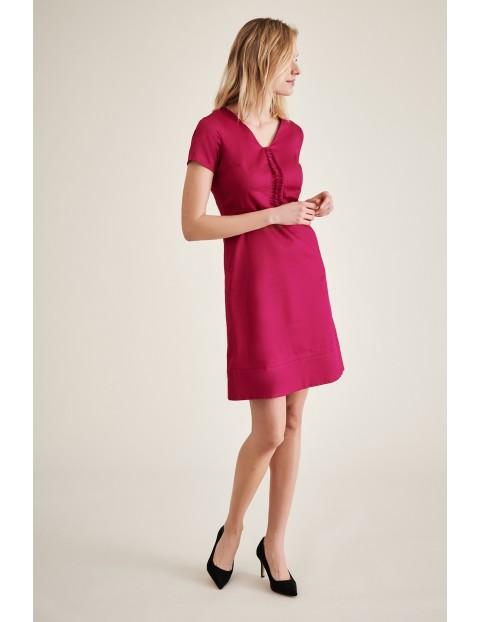 Różowa sukienka mini z ozdobnym przodem