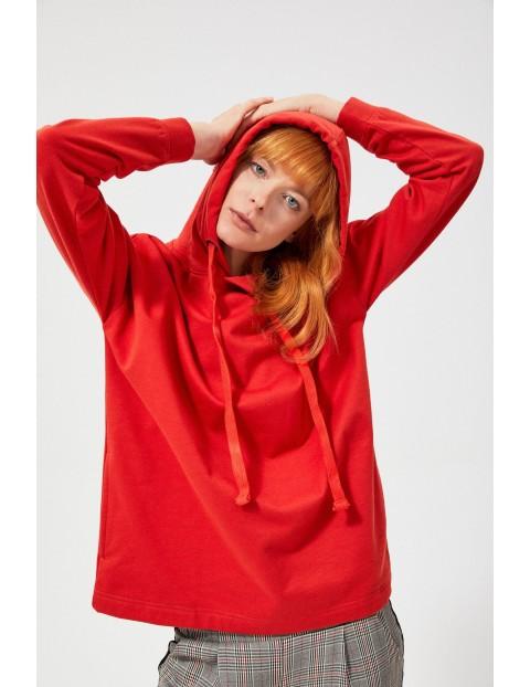 Czerwona dzianinowa bluza damska z kapturem