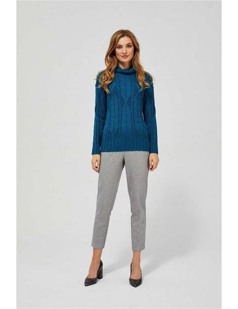 Sweter damski z golfem i ażurowym splotem