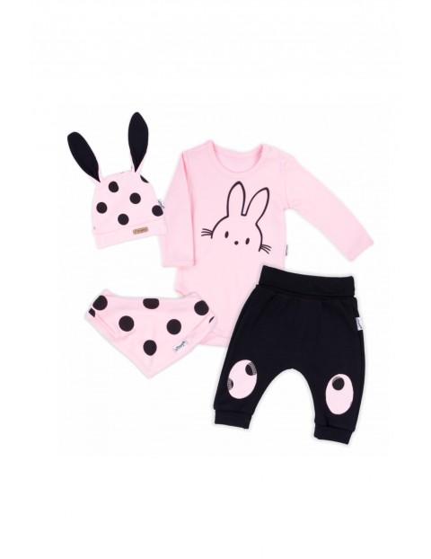Zestaw bawełnianych ubranek niemowlęcych 4-częsciowy
