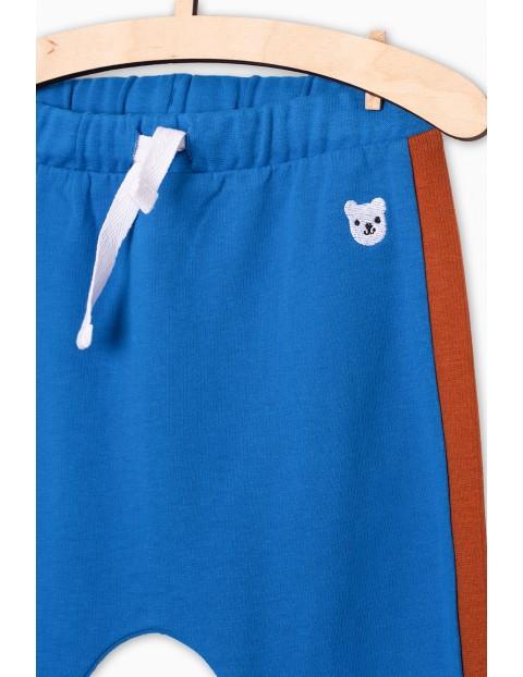 Niebieskie dresowe spodnie dla niemowlaka