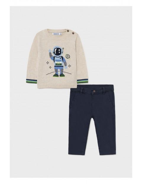 Komplet chłopięcy - sweter z nadrukiem  granatowe spodnie