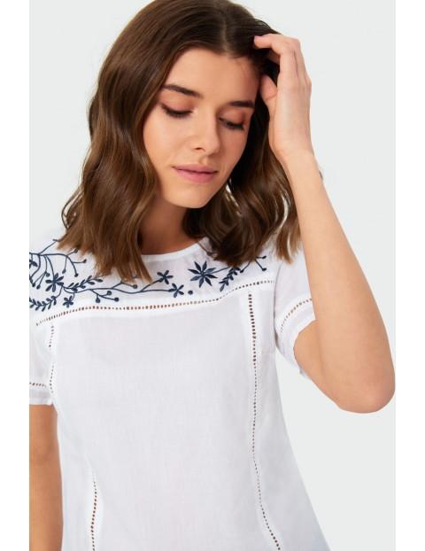 Biały bawełniany  T-shirt damski na krótki rękaw z kwiatami
