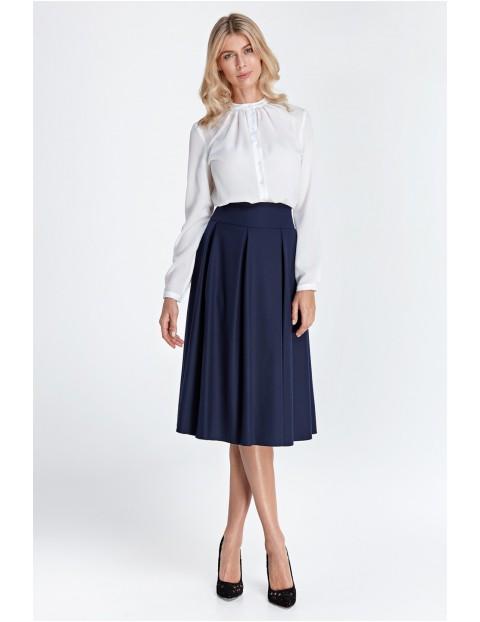 Elegancka biała bluzka damska z marszczeniami