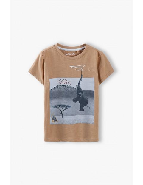 T-shirt chłopięcy w kolorze pomarańczowym z nadrukiem