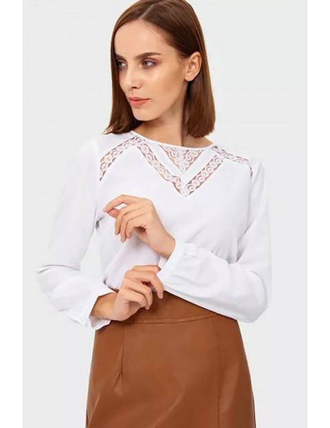 Koszula damska z długim rękawem - biała z ozdobną koronką