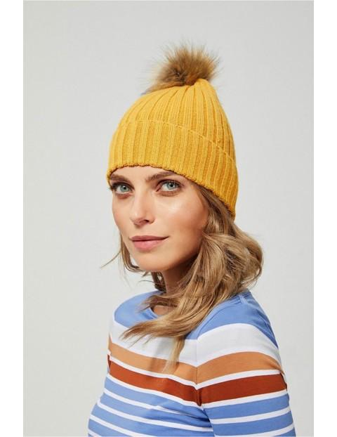 Czapka damska z pomponem - żółta