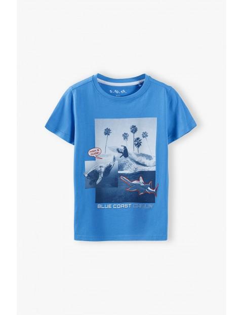 T-shirt chłopięcy niebieski z nadrukiem - 100% bawełna