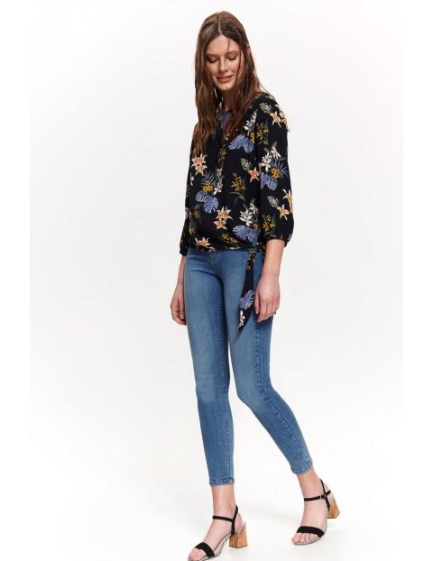 Czarna bluzka damska w kwiatki z wiązaniem