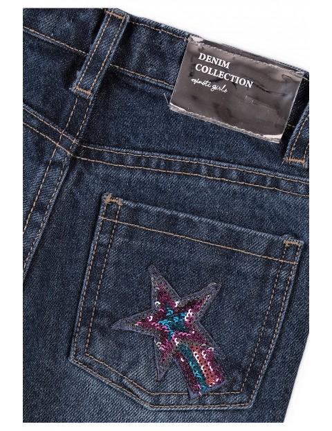 Spodnie dziewczęce jeasnowe z ozdobnymi naszywkami