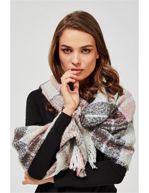 Jasny szal damski  zdobiony różowo-czarną kratą