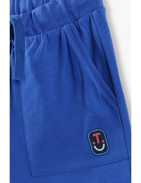 Szorty chłopięce w kolorze niebieskim z kieszeniami