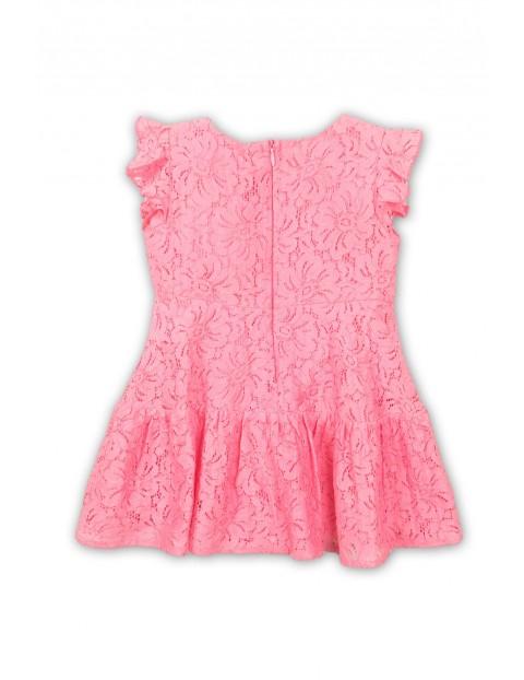 Sukienka koronkowa dziewczęca z ozdobną falbanką - różowa
