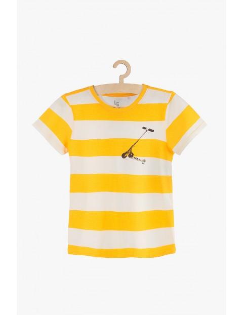 T-shirt chłopięcy w biało-żółte paski z hulajnogą
