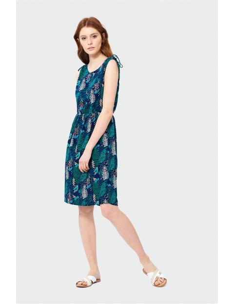 Sukienka do kolan z ozdobnymi wiązaniami na ramionach