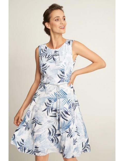 Jasna wiązana sukienka w liście