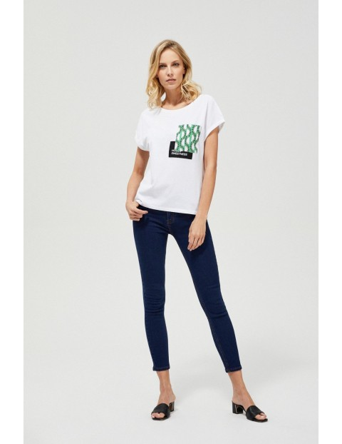 Bawełniany biały T-shirt damski na krótki rękaw z ozdobna kieszonką
