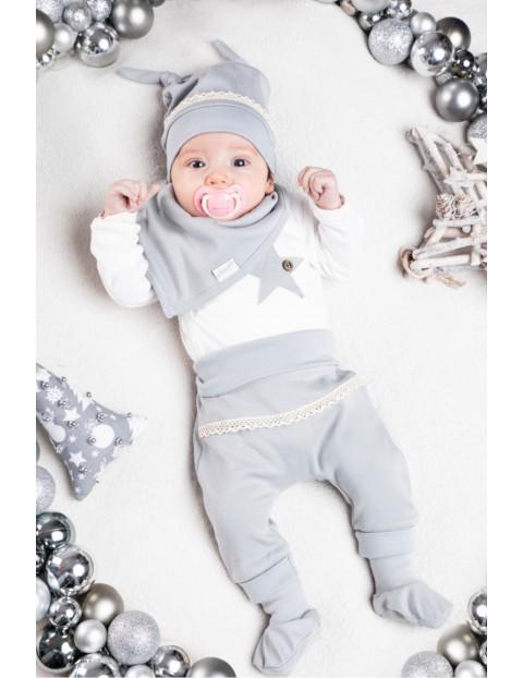 Komplet świąteczny niemowlęcy czapka, apaszka, body, spodnie - biało - szary