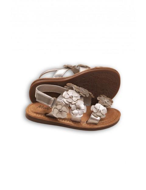 Sandały dziewczęce srebrne z kwiatkami