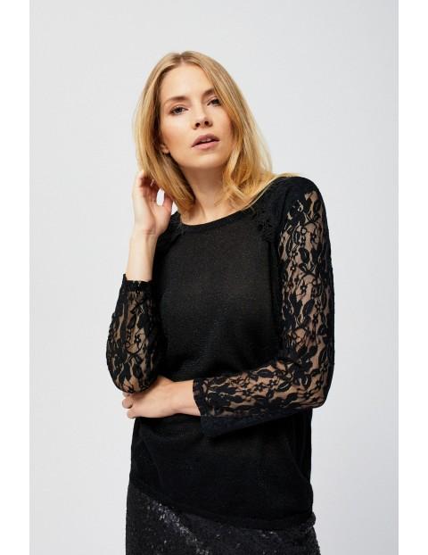 Sweter damski z czarny z koronkowym rękawem