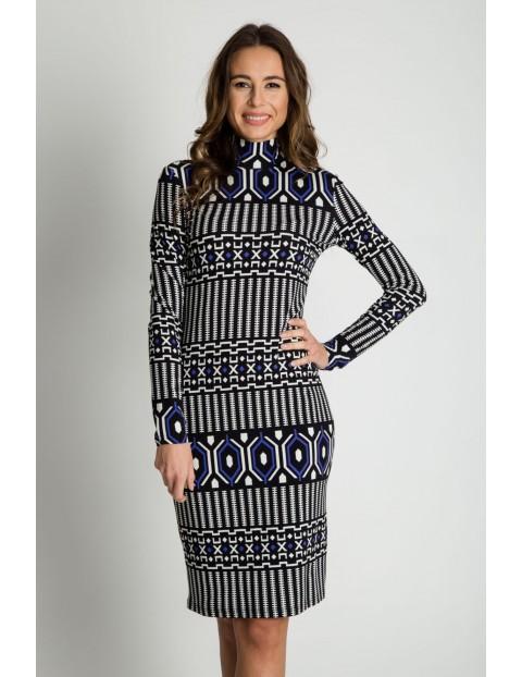 Dopasowana sukienka z golfem