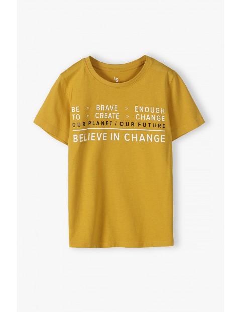 Bawełniany t-shirt chłopięcy w kolorze musztardowym