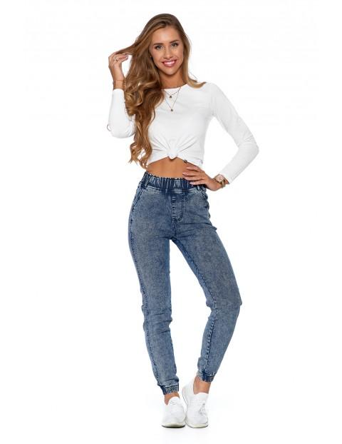 Spodnie damskie jeansowe w typie joggerów - niebieskie