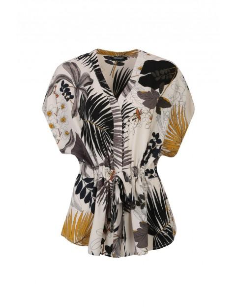 Wielokolorowa bluzka damska z egzotycznym nadrukiem  i z wiązaniem w pasie