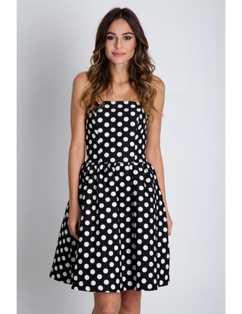 Czarna rozkloszowana sukienka w białe kropki