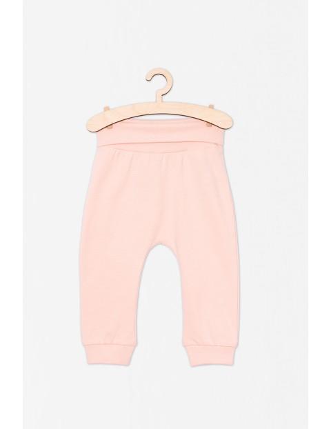 Różowe spodnie dresowe dla dziewczynki