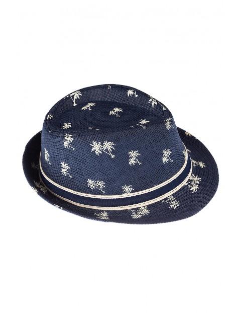 Niebieski kapelusz dla chłopca