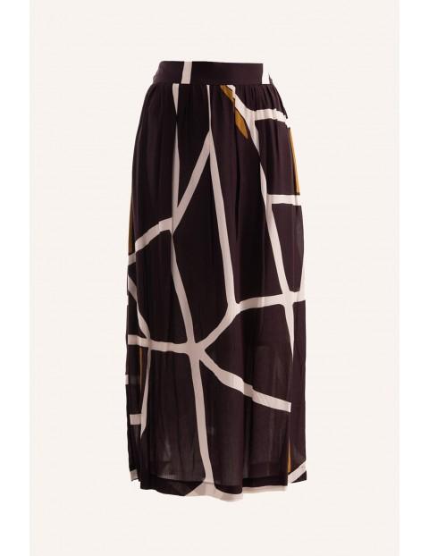 Brązowa długa spódnica w białe paski