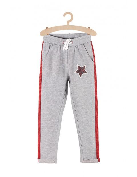 Spodnie dresowe dla dziewczynki- szare z czerwonym lampasem