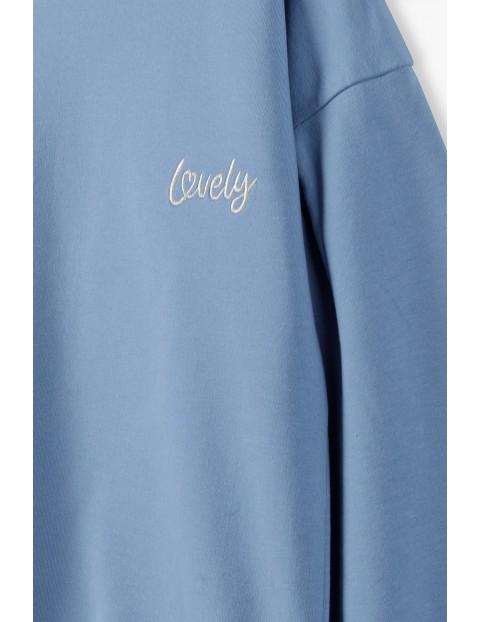 Niebieska bluza z bufiastymi rękawami z napisem Lovely