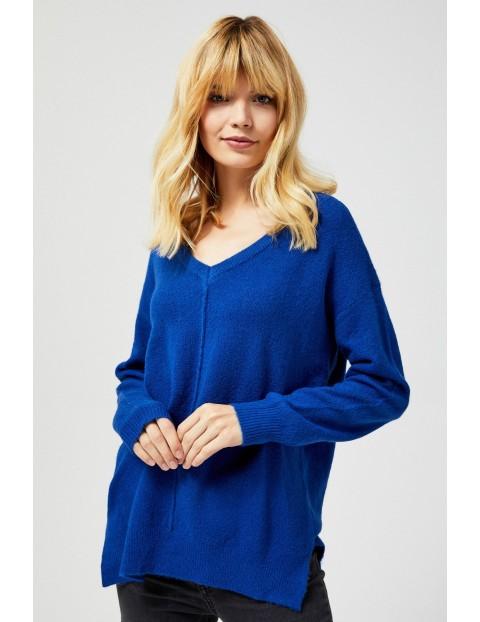 Niebieski sweter w serek