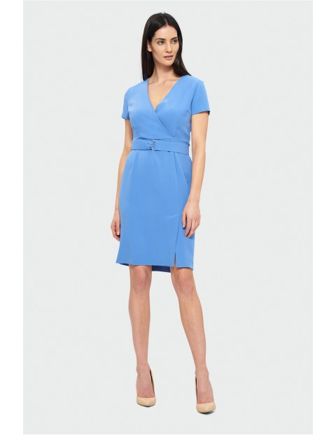 Elegancka sukienka z kopertowym dekoltem - niebieska