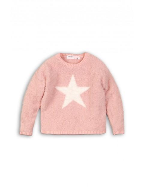 Różowy włochaty sweterek dla niemowlaka