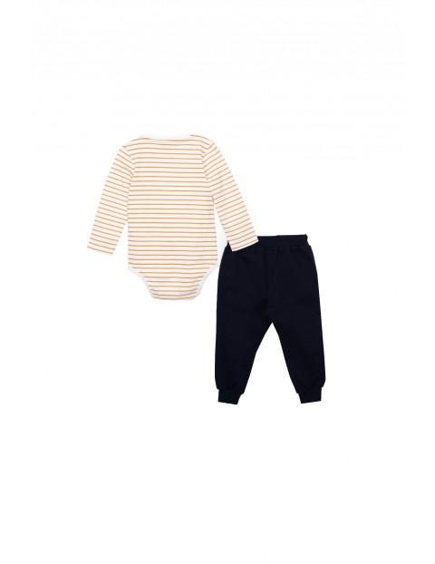Komplet niemowlęcy- białe body w paski+ spodnie dresowe