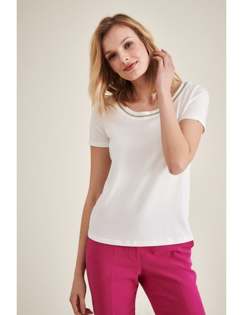 Biały t-shirt dzianinowy z błyszczącym obrzeżem