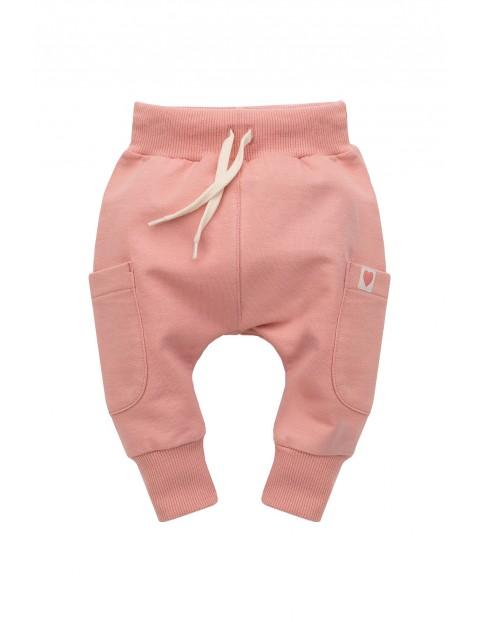 Spodnie dresowe dziewczęce rózowe z kieszeniami