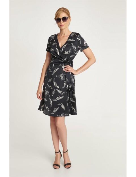 Szara sukienka w ptaki- wiązana w pasie