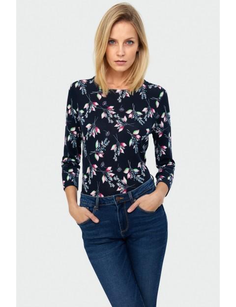 Sweter damski z kwiatowym nadrukiem i ozdobnym troczkiem na dole