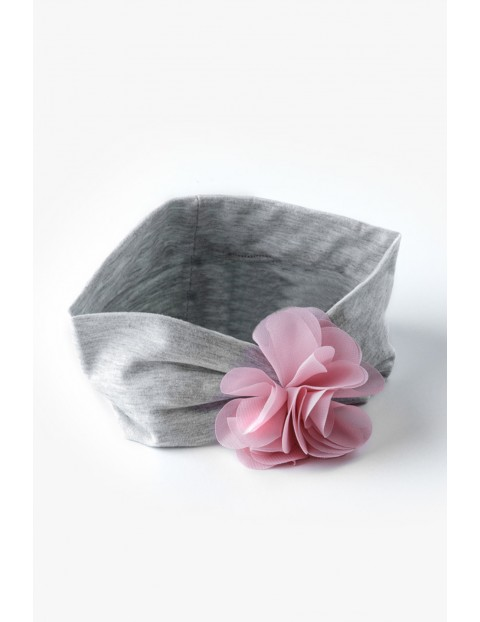 Dziewczęca opaska z ozdobnym kwiatkiem - szara