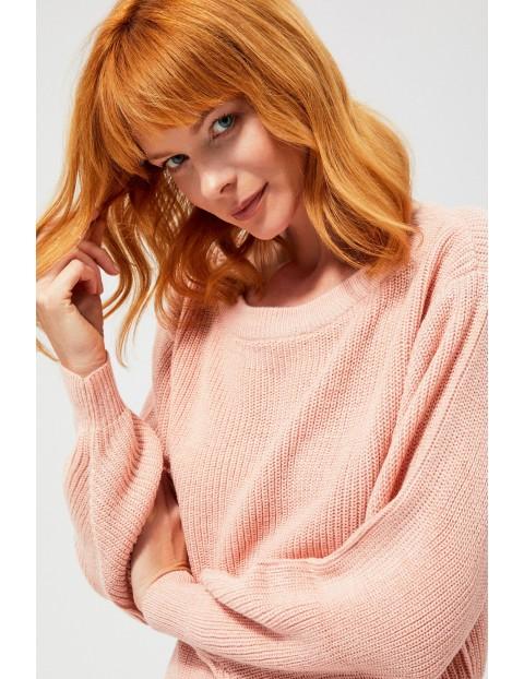 Gładki różowy sweter damski