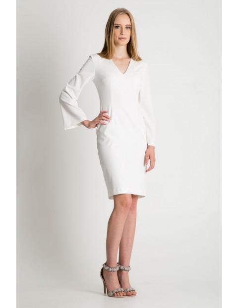 Biała sukienka w długim ozdobnym rękawem