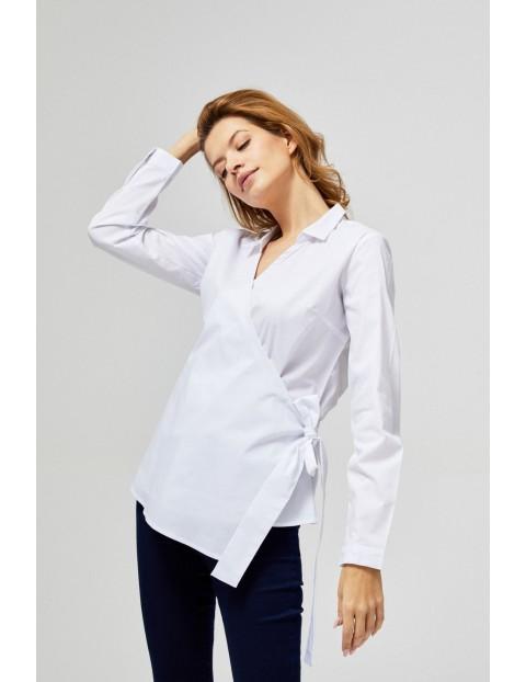 Biała koszula kopertowa z długim rękawem