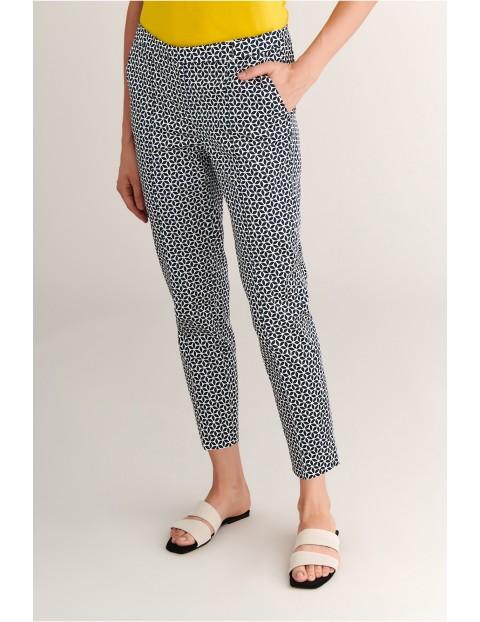 Spodnie damskie w geometryczne wzory - 7/8 nogawka Tatuum
