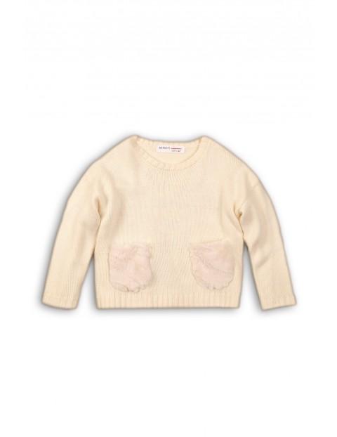 Sweter dziewczęcy z kieszeniami ze sztucznego futerka